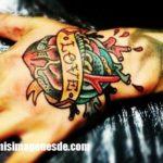 Imágenes de tatuajes en la mano
