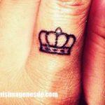 Imágenes de tatuajes en los dedos